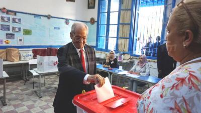 التشريعية : محمد الناصر يدلي بصوته