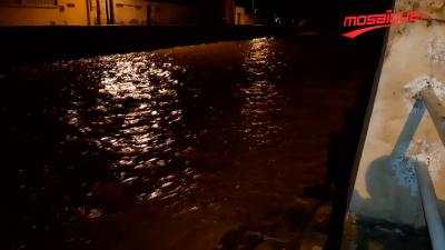 بسبب الأمطار: وادٍ يقطع وسط مدينة تطاوين