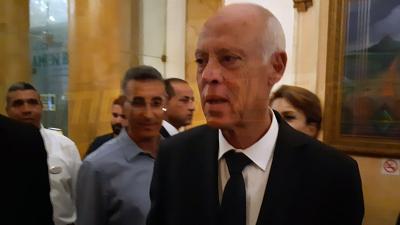 Kaïs Saïed arrive dans un hôtel pour suivre les résultats préliminaires