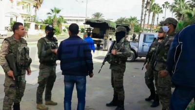 الوحدات الأمنية والعسكرية بصفاقس تحرص على فرض احترام الحجر الصحي الشامل