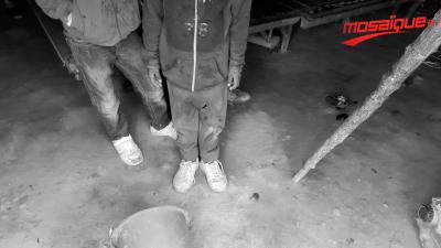 Une famille vit sous une tente en plein froid à Kasserine