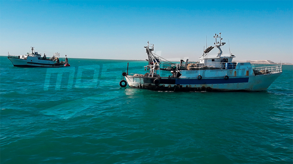أصحاب مراكب صيد الأعماق يحتجون ويوقفون حركة لود قرقنة