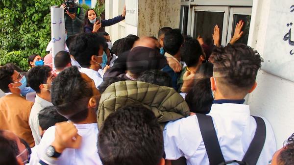 الأطبّاء الشبان يقتحمون وزارة الصحة ويعلنون الدخول في اعتصام مفتوح