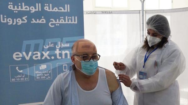 وزير الصحة يتلقى لقاح ''سبوتنيك'' ضد كورونا