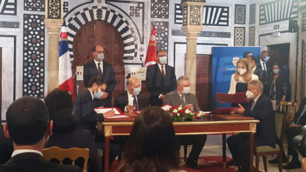 Signature d'un accord franco-tunisien dans le spatial