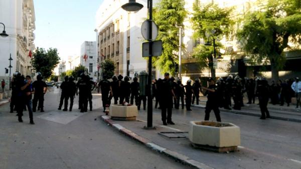 Des manifestants arrêtés à l'Avenue Habib Bourguiba