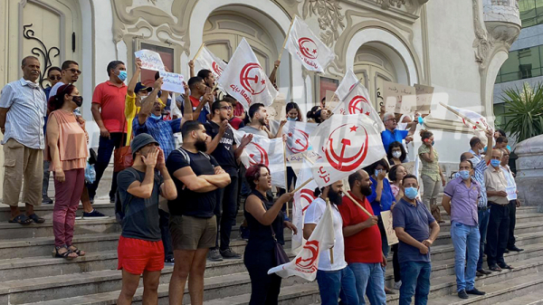 خلال وقفة احتجاجية.. حزب العمال يندد بزيارة وفد من الكونغرس لتونس