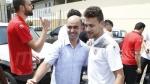 لاعبو المنتخب يؤدون صلاة الجمعة في مسجد بليبرفيل