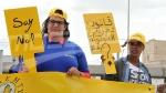رفع شعار 'لا للعنصرية' أمام مجلس نواب الشعب