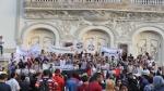 وقفة احتجاجية أمام المسرح ضد قانون المصالحة تحت شعار 'مانيش مسامح'