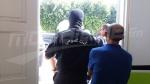 صفاقس:القوة العامة تتدخل لتأمين دخول المعلمة فائزة السويسي إلى المدرسة