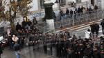 """نشطاء """"فاش نستناو"""" يتظاهرون أمام ولاية تونس"""